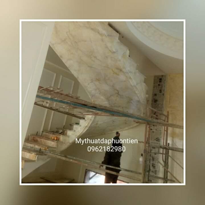 sơn giả đá trần cầu thang